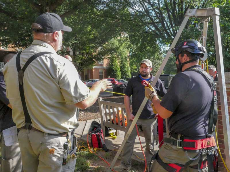 Confined Space Training setting up equipment